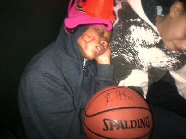 What happens when Tyree falls asleep on a bus with Kris Humphries